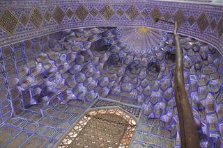 En la cúpila donde están los sarcófagos volvemos a encontrarnos con las estalactitas del islam