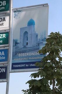 Cartel anunciando mezquita Bibi-Khanym