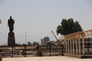 La cúpula del fondo corresponde al complejo Dorut-Tilovat