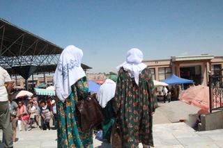 En este mercado fue uno de los pocos sitios donde vimos vestidos islámicos