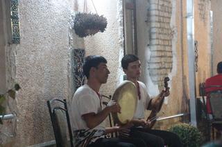 Músicos amenizando la velada
