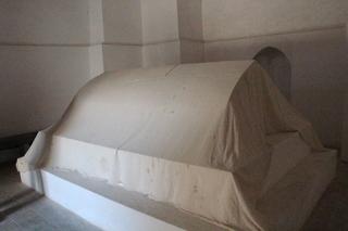 La tumba estaba tapada por una sábana