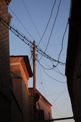 Cables en la calle de la sinagoga