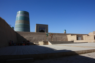 Otra vista del minarete corto y de la madraaa de Mohammed Amin Kan
