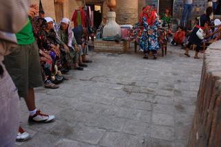 Un curioso grupo de turistas de China