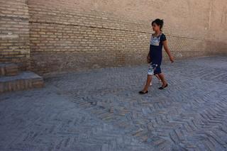 No solo había turistas extranjeros también había muchas personas nativas de uzbekistán visitando el museo
