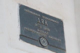 Placa a la entrda: ARK, siglos I a IV