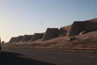 Vista de la muralla hacia el norte de la puerta de piedra