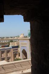 Lla  madraza Islom Xo'ja vista dese una ventana del minarete