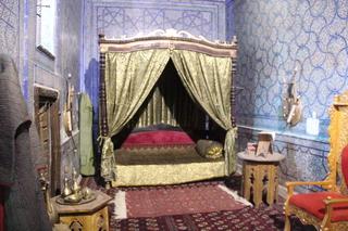 La cama del kan. Era bastante bajito