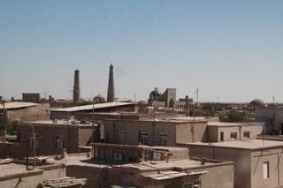 Otros dos minaretes, y la fachada de una madraza