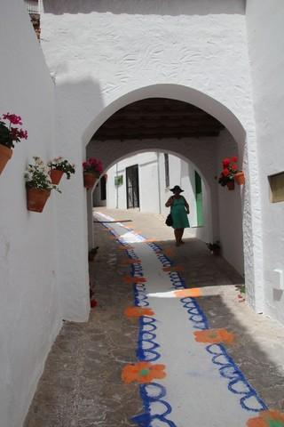 Calles con alfombras de colores