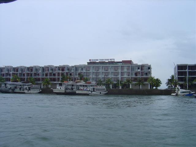 Zona de embarque a los juncos en Halong