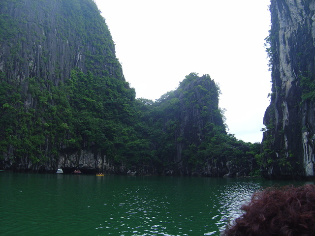Lago interior de la cueva