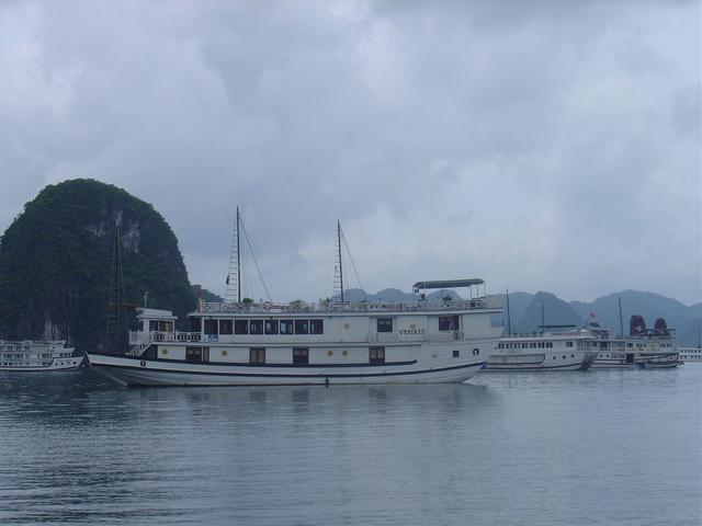 Más barcos de la empresa V Spirit; el de más a la derecha es el nuestro.
