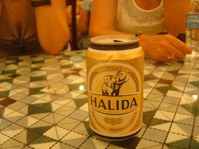 Cerveza local Halida.