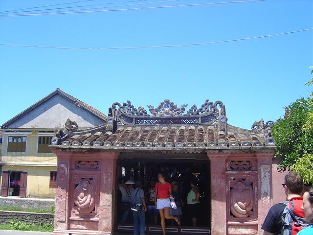 La otra entrada del puente.