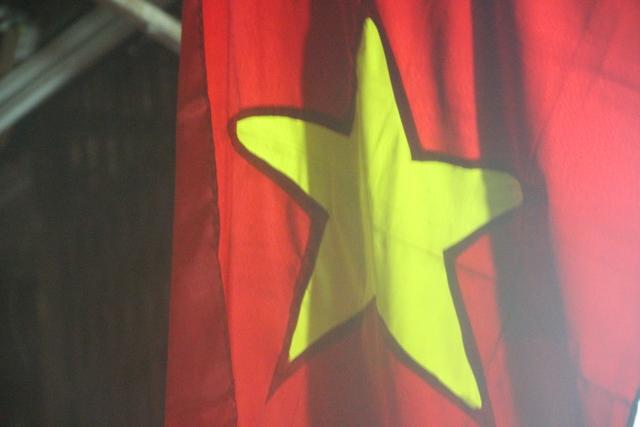 Las calles están llenas e banderas