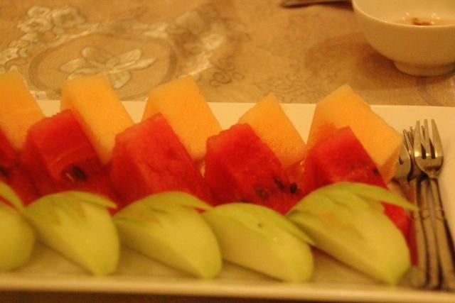 Detalle del postre: manzana, sandia y melón