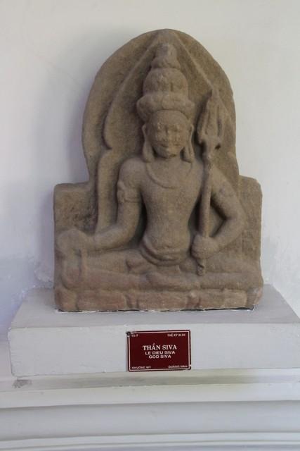El dios Shiva en piedra arenisca.