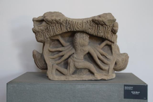 Pedestal representando a ¿Mara?