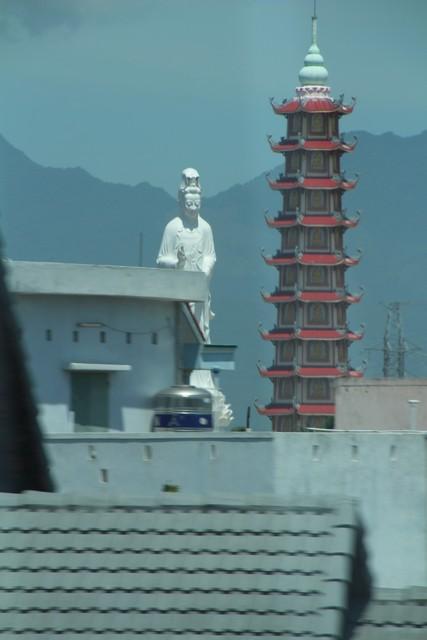 Pagoda en Danag vista desde el autobús.