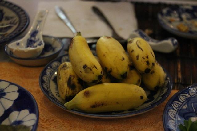 Postre: bananas.