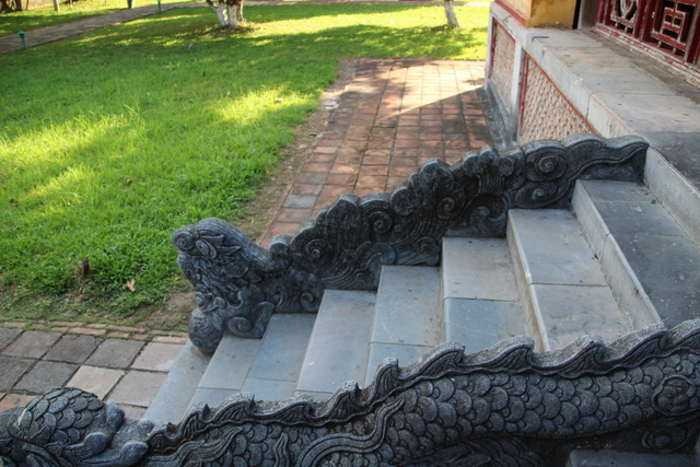 Escaleras con dragones.