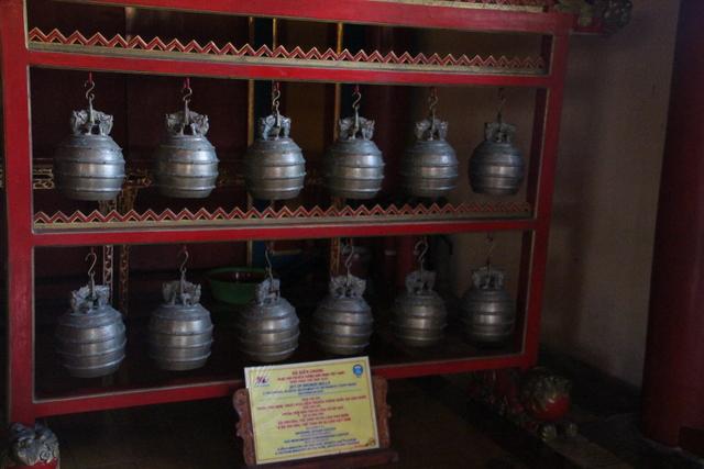 Conjunto de campanas de bronce.