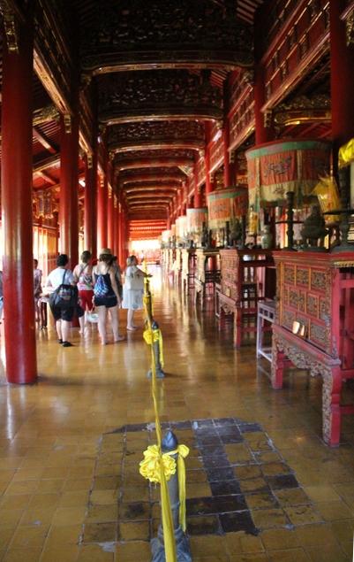 Otra vista del interior del templo.