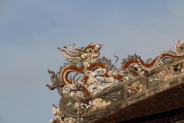 Detalles del tejado del palacio Long An.