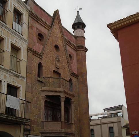 Vivienda modernista en la Plaza Mayor.