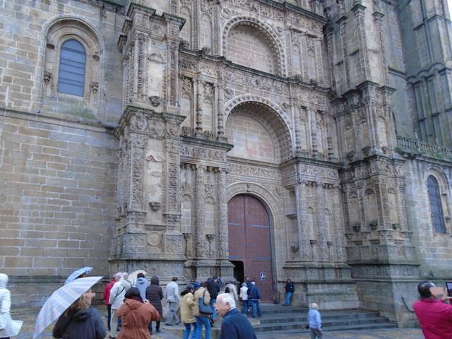 Nuestro grupo a la entrda de la Catedral Nueva.
