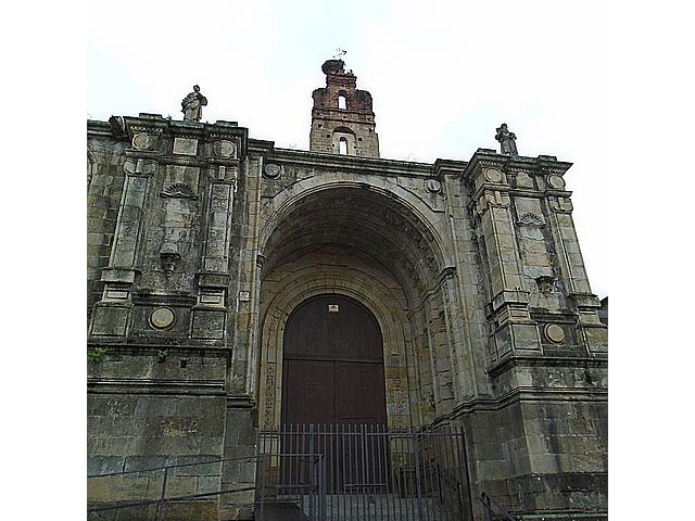 Torre campanario de la Catedral Vieja de Plasencia.