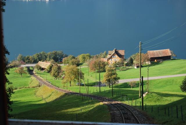Una foto sacada desde el funicular. Al fondo el lago de Lucerna.