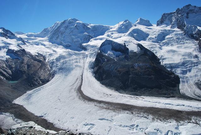 Enfrente, el glacial Paraiso.