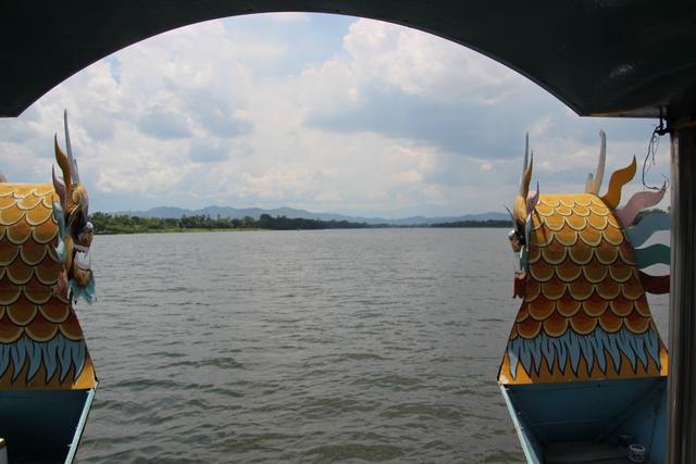 El río visto desde la proa del barco.