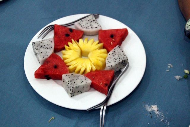 Postre. Piña, sandia y fruta del dragón.