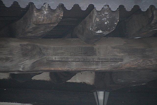 Clavada en la viga de madera, la unidad de medida llamada vara.