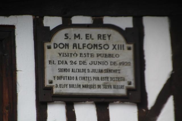 Letrero conmemorativo del famoso viaje que hizo el rey Alfonso XIII a la Hurdes en 1922.