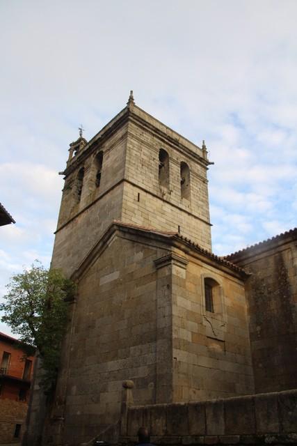 Torre campanario de la iglesia.
