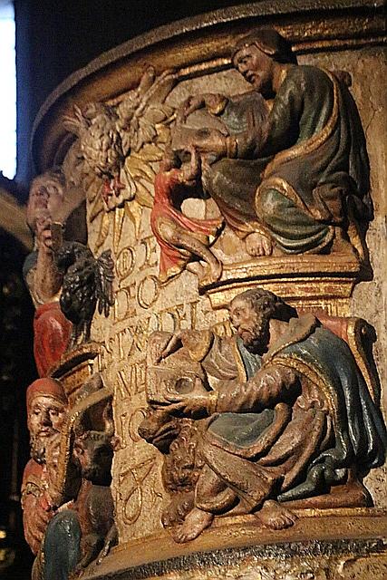 Detalle púlpito de granito policromado.
