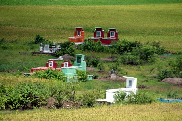 Tumbas en los campos de cultivo.