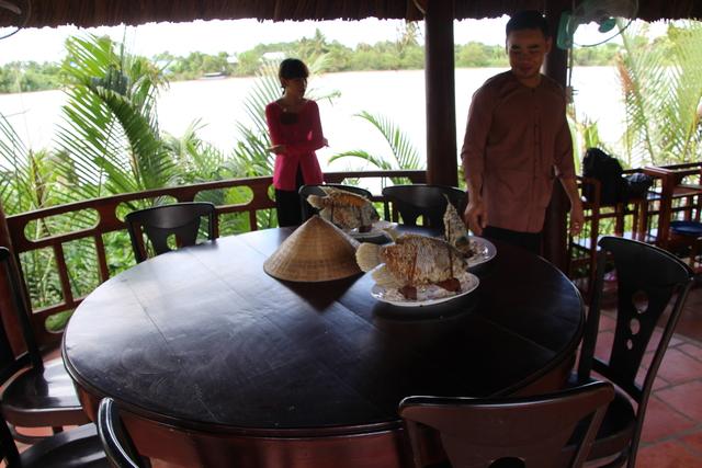 El plato estrella: Oreja de elefante bien frito.