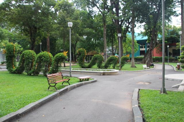 Jardín del parque Tao Dan en forma de dragón.