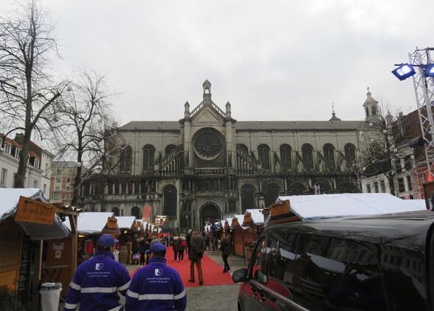 Al fondo la iglesia de Santa Catalina que da nombre a la plaza.