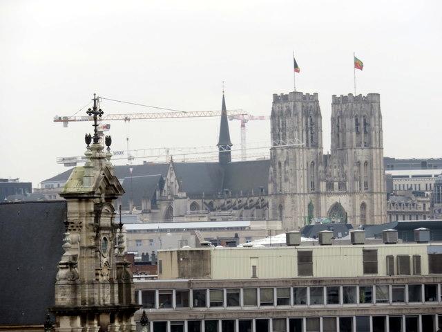 Al fondo las torres góticas de la catedral de Bruselas, vistas desde lo alto de la noria.