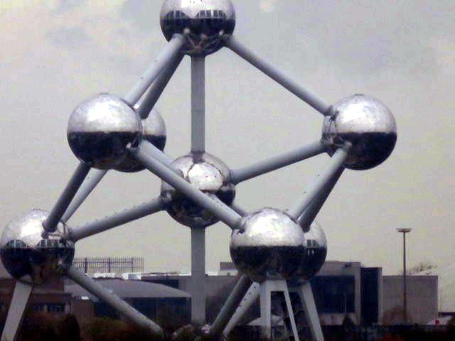 Atomium visto desde la noria.