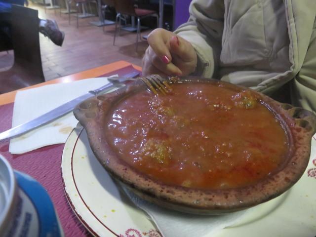Albondiguas con tomate. Unos 7€.